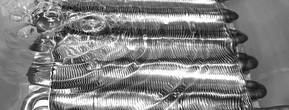 ¿Puedo detectar microfugas sumergiendo una pieza en agua?