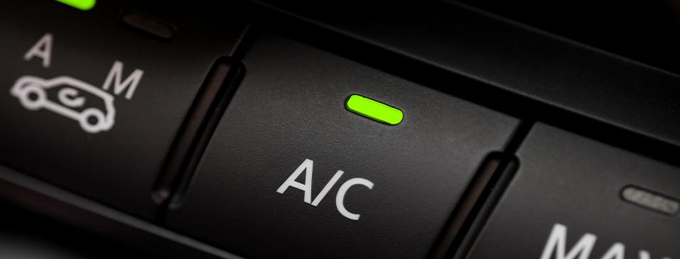 ¿Cómo realizar una prueba de fugas en mangueras para aire acondicionado automotriz?